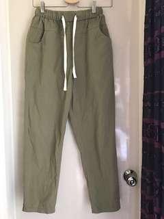 🚚 綠色鬆緊腰休閒褲