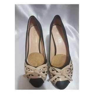 Slightly Used Cardams Black Pumps with Beige Ribbon Detail sz 38 (Measurements on the Description)