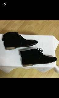 30% OFF CLEARANCE SALES {Women's Fashion - Shoes} BN Breckelle's Brand Classy Black Ladies Shoes - ALL MAN MADE MATERIALS