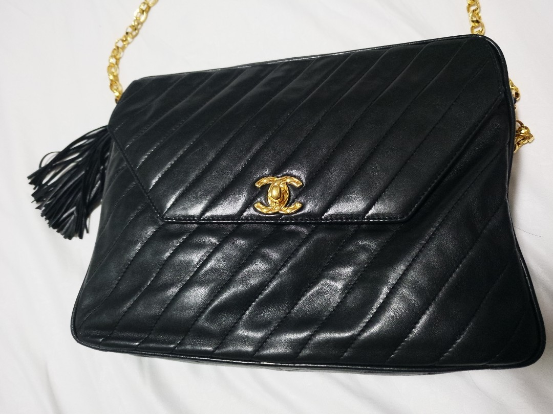 1529a6cd19c7 Chanel Vintage Bag, Luxury, Bags & Wallets, Sling Bags on Carousell