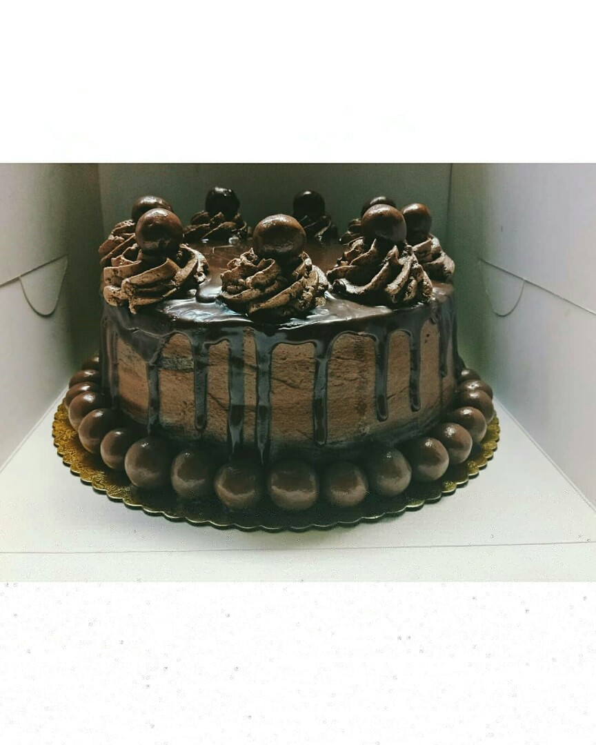 Chocolate Maltesers Cake Food Drinks Baked Goods On Carousell