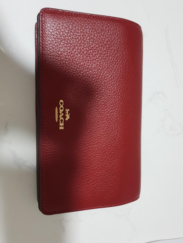ebeb00f82ce1 Coach clutch Cum sling bag, Women's Fashion, Bags & Wallets, Sling ...