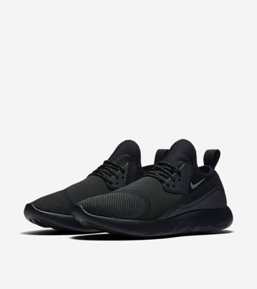 8a88490e88 Nike Lunarcharge Essential Triple Black Volt 923619-001 Sz 9.5 on Carousell