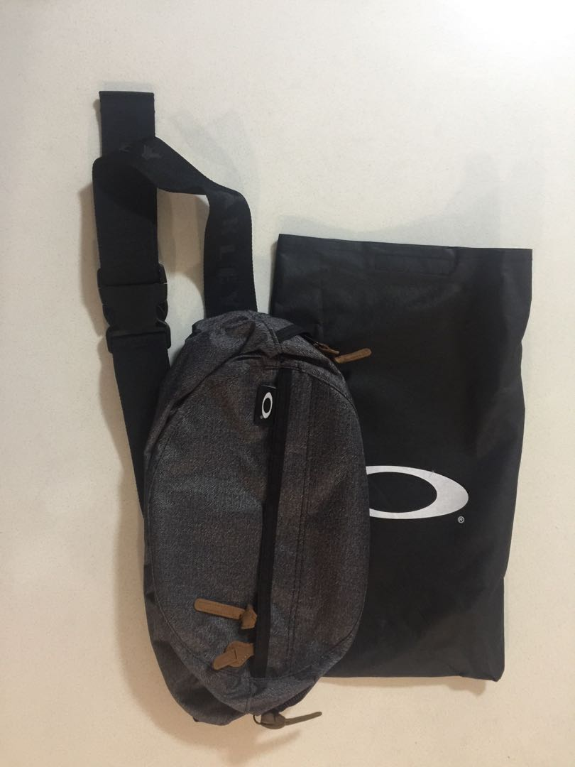 Oakley Crossbody Sling Bag with FREE cover f7af48b02557d