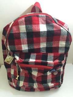 紅黑白相間格子後背包