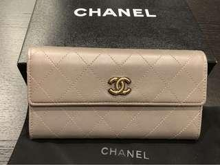 Chanel 經典LOGO 珍珠灰 長夾