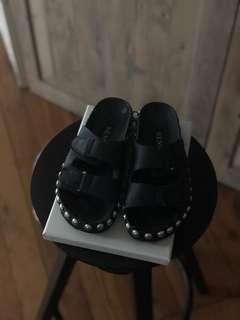 Senso studded sandal