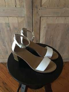 Zara sandal size 36