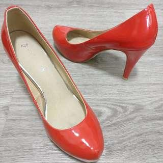 Classic high heels in patent red size 38