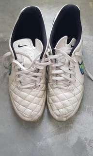 Top grade Nike Tiempo size US 8.5