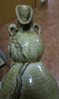 青瓷刻花雙耳葫蘆瓶
