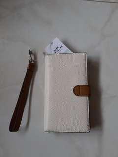 Coach chalk white wallet or wristle 2 ways (26954 SVCAH)