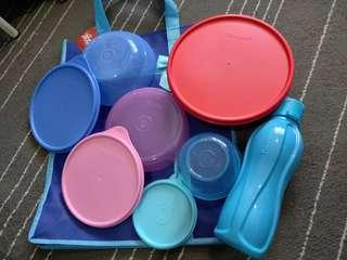 Tupperware set (5 items in a bag)