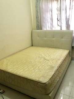 Queen size bed (inc mattress)