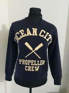 Long sleeved sweater (semi crop)
