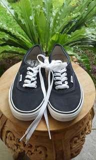 Sepatu Vans authentic black n white