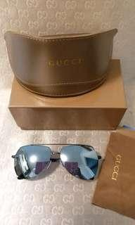 Gucci Sunglasses silver lens.black frame