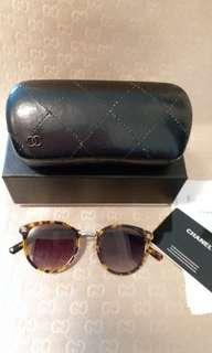 CHANEL SUNGLASS BROWN.FRAME AND LENS