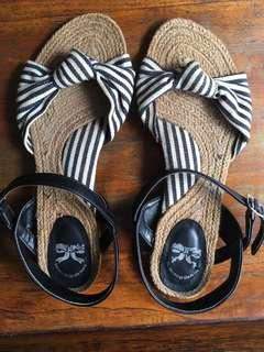 Sepatu sandal flat The Little Things She Needs