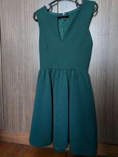 🚚 Green V neck Dress