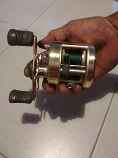 Fishing reel - Shimano Calcutta 250