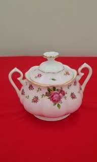 Royal Albert 'New Country Roses' Sugar Bowl 0.35 lit