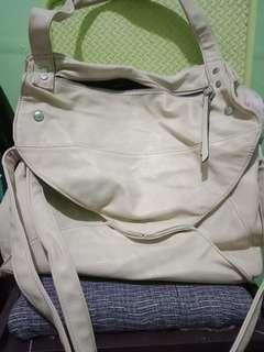 sm bag (forgot the brand) maganda to spacious madami bulsa