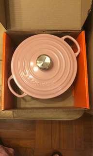 Le Creuset 20cm round chiffon pink