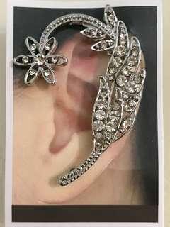🚚 BN: Dandalian Ear cuff stud
