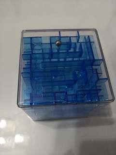 Transparence blue 3D square maze 8cm