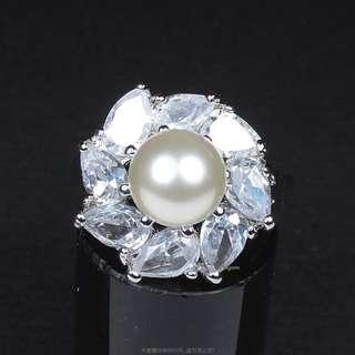 🚚 珍珠林~嚴選商品..8MM硨磲貝珍珠美戒.特殊水滴型美鑽 #340