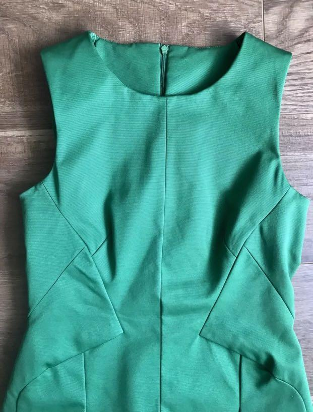 GORGEOUS CUE Green Sample Dress - Size 8