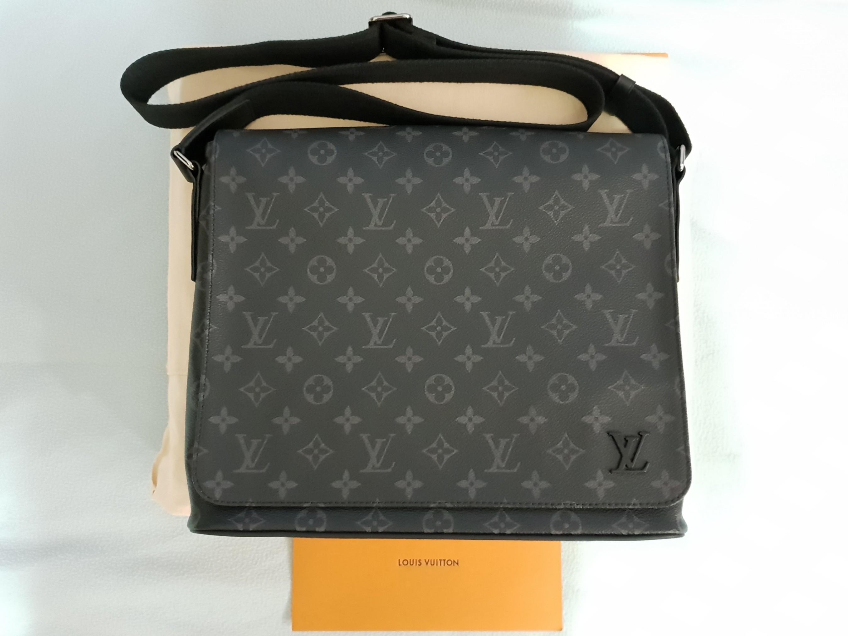 62a50372d65a Louis Vuitton DISTRICT MM M44001
