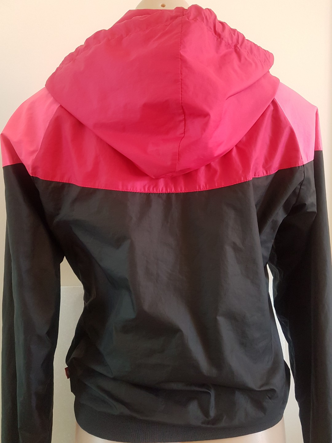 b40de82175f3 Nike Womens Windbreaker Jacket Pink Black Size M