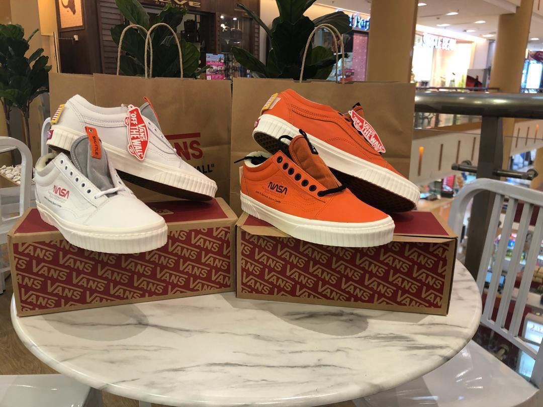 2607b7f877ca46 Vans old skool x Nasa Space Voyager  true white and firecrackers ...
