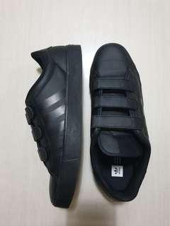 Adidad Adicourt Low