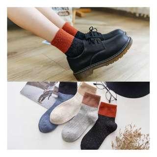 日系學院風雙色個性羽毛紗保暖純棉女襪 中筒襪 4入