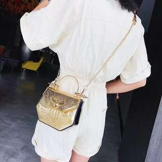 🚚 Gold textured crossbody bag