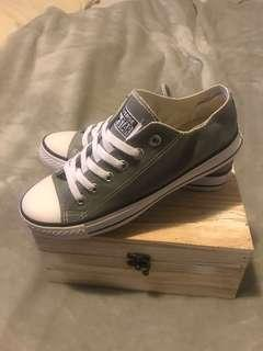 Converse Chuck Taylor's Grey