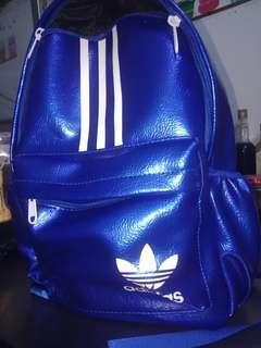 🚚 寶藍色背包