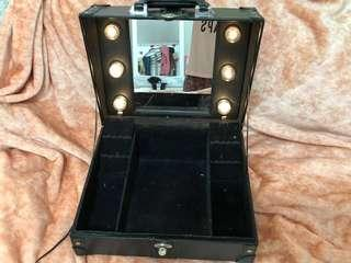 Vanity train case with lights