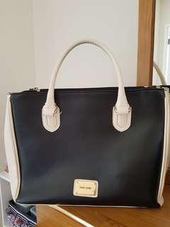 Almost new Laura Jones travel bag