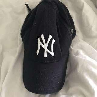 Unisex Yankees baseball cap (worn once)