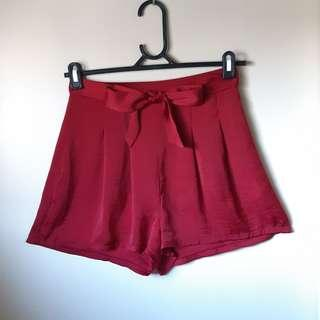 ❤MIRROU- SIZE 8 RED FLOWY SHORTS❤