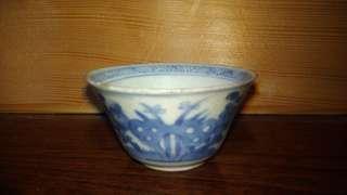 清代早期湖石雙蝶青花杯