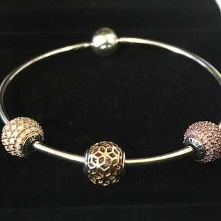 Love Bangle size M in Gold/Rose charms