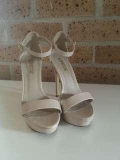 Lipstik cream heels