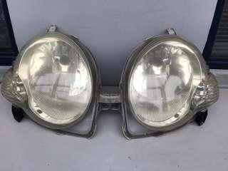 Toyota 豐田汽車 Sienta NCP 81 前期 H4 車頭大燈一對   (冇爆碼、有黃、有正常使用小裂痕、可以正常安裝、冇入水)