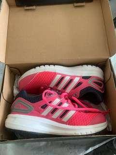 🚚 Almost new Adidas Shoes