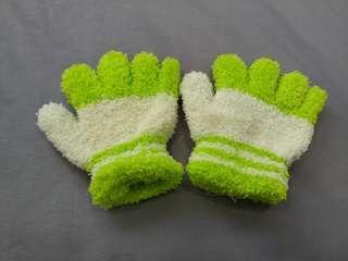🚚 PRELOVED WINTER GLOVES FOR LITTLE HANDS @ $2 ONLY!!!